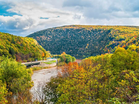 A scenic view of the Delaware Water Gap National Recreation Area between New Jersey and Pennsylvania. Imagens