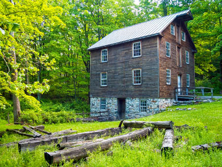 Ein historisches Fundament aus Stein Gebäude in Millbrook Dorf in Warren County New Jersey.