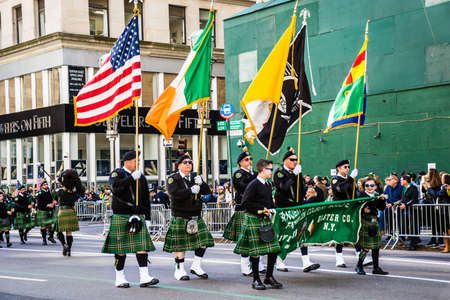 parades: NEW YORK-MARCH 17- Marchers with flags dressed in kilts march in the St Patrick�s Day Parade on on 5th Ave in New York City.