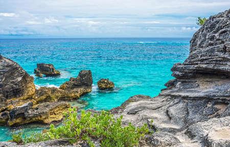 Beautiful rock formations and aqua marine water of Horseshoe Bay in Bermuda. Stok Fotoğraf