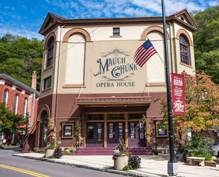 JIM THORPE, PENNSYLVANIA, - SEPTEMBER 28: The historic Mauch Chunk Opera House  on September 28 2016 in Jim Thorpe Pennsylvania. Редакционное