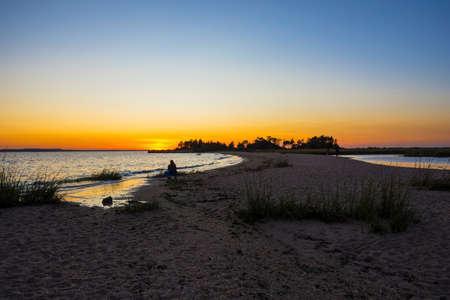 뉴저지 해안선을 따라 샌 디 후크 베이 함께 석양 모래톱. 스톡 콘텐츠