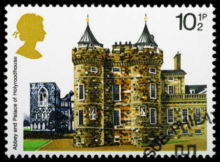 REGNO UNITO - CIRCA 1978: Un britannico usato francobollo mostrando Holyroodhouse, circa 1978