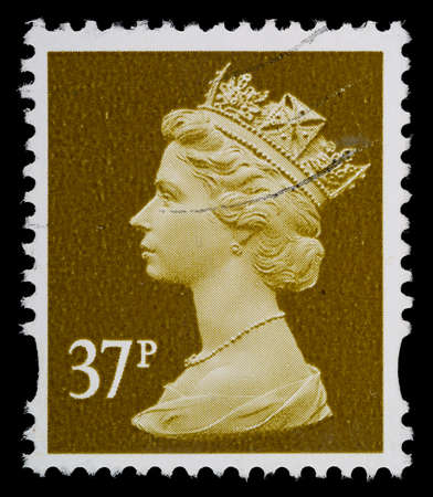 queen elizabeth: UNITED KINGDOM - CIRCA 1993 to 2007  An English Used Postage Stamp showing Portrait of Queen Elizabeth 2nd, circa 1993 to 2007