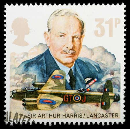 Regno Unito - CIRCA 1986: Un britannico usato francobollo che celebra la storia della Royal Air Force, che mostra un bombardiere Avro Lancaster, circa 1986