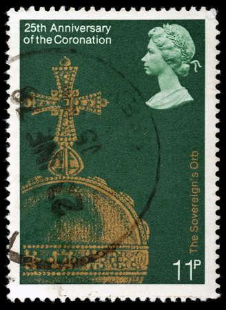 REGNO UNITO - CIRCA 1978: British francobollo che celebra il 25 � anniversario della Incoronazione della Regina Elisabetta 2nd, mostrando la Sovrani Orb, circa 1978