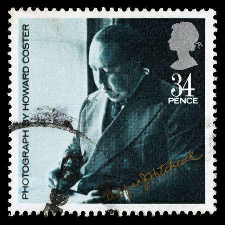 REGNO UNITO - CIRCA 1985: Un francobollo usato stampato in Gran Bretagna celebra il British Film Anno mostrando Alfred Hitchcock, circa 1985