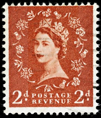 Regno Unito - CIRCA 1952-1965: un inglese Due Pence Brown utilizzato francobollo mostrando ritratto della Regina Elisabetta 2nd, circa 1952-1965