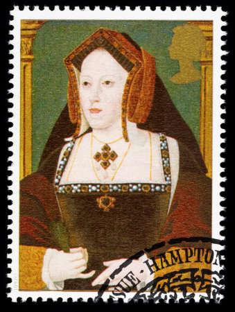 timbre postal: REINO UNIDO - CIRCA 1997: sello impreso utilizado en Gran Bretaña conmemora el 8 de rey Enrique mostrando Catalina de Aragón una de sus muchas esposas