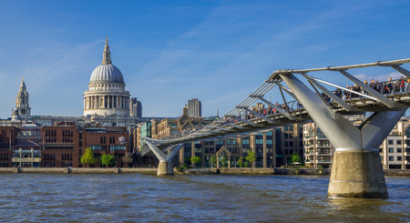 LONDON, UNITED KINGDOM - 3 JUNE 2014: Millennium Bridge crossing the River Thames, London with dome of Saint Pauls Cathedral in Background Redakční