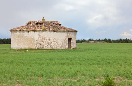 mud house: round mud house for pigeons, typical construction of the fields of Castilla and Leon Stock Photo