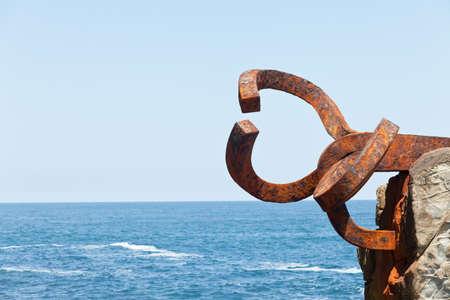 san sebastián, españa, 17 de junio de 2012. escultura peine del