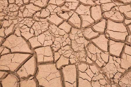 sequias: tierra arcillosa, agrietado, Fondo de la pista sequía Foto de archivo