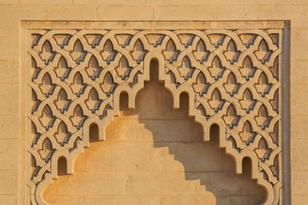 arabe: Trussed arch with geometric patterns typical Arab