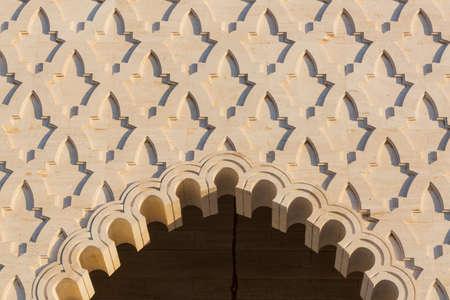 arabe: arco de piedra árabe en Marruecos Foto de archivo