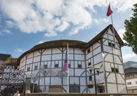 globe theatre: Shakespeares Globe Theatre in London