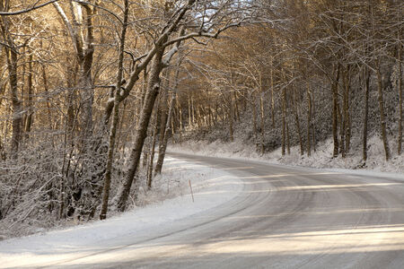 great smoky national park: Mountain road in Great Smoky Mountains National Park in the in the winter near Gatlinburg, Tennessee