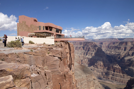 Tourist enjoying the view of the west rim of The Grand Canyon from the Skywalk. This transparent floor, horseshoe-shaped cantilever bridge gives people an amazing view of the Grand Canyon Western Rim and the Colorado River below. 報道画像