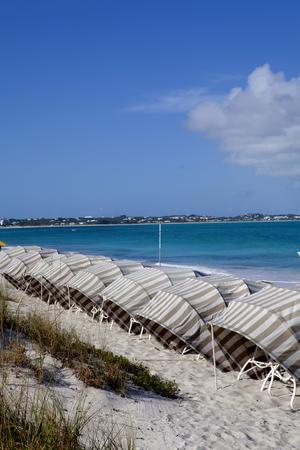 turks: L�nea de caba�as de playa con vistas al oc�ano en el Turcas y Caicos