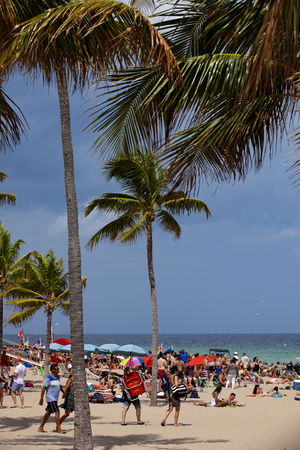 spring break: Students having a good time in Fort Lauderdale, Florida during spring break. Fort Lauderdale is a major vacation destination for college students during spring break. Editorial