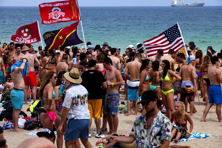 vacation destination: Students having a good time in Fort Lauderdale, Florida during spring break. Fort Lauderdale is a major vacation destination for college students during spring break. Editorial