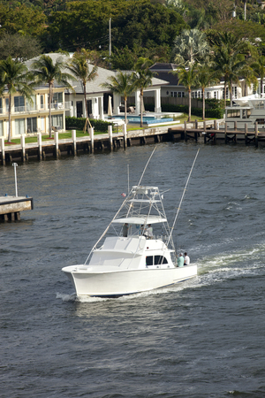 intercoastal: Birds eye view of a luxury sport fishing boat traveling along the intercoastal waterway in Fort Lauderdale, Florida Stock Photo
