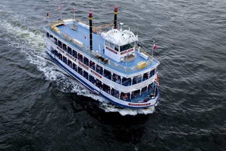 waterways: Birds-eye-view of the Jungle Queen taking s group of tourist on a charter sightseeing tourin Fort Lauderdale, Florida. The Jungle Queen offers tourist a fully narrated, 90-minute cruises along the Venice of America, Fort Lauderdales waterways. The cr Editorial