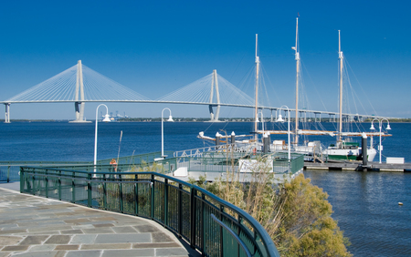 Scenic View of the Cooper River, Bridge and marina in Charleston SC Banque d'images