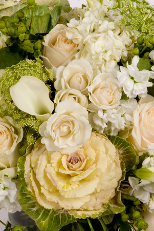Closeup of Wedding bouquet of White Rose and other flowers Banque d'images