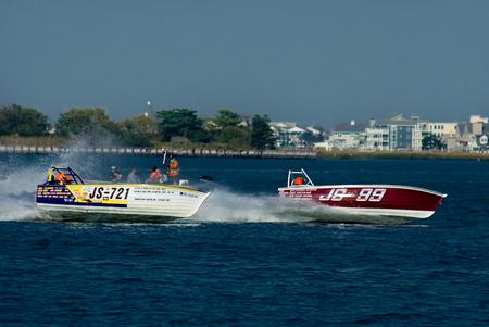 bateau de course: course Jersey Speed ??Skiff dans la baie de retour à Wildwood Crest HydroFest - la course de gouverneur du New Jersey Cup Boat. Banque d'images