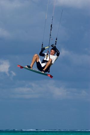 kite surfing: Kite surfing in Grand Cayman