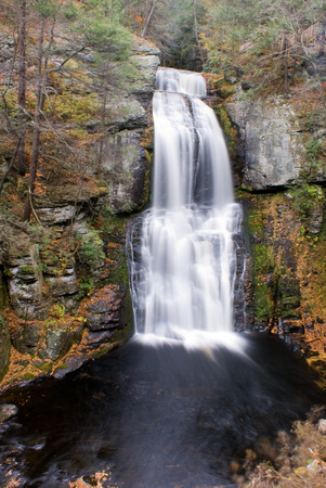 dropoff: Bushkill Falls is a series of eight waterfalls located in Northeast Pennsylvanias Pocono Mountains. The main waterfall is the tallest, cascades over 100 feet (30 m)