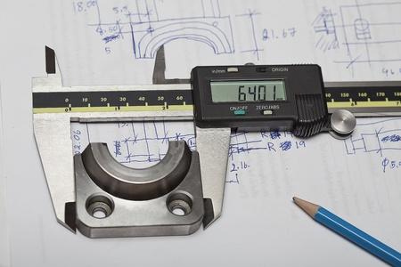 operante: Pinza per il controllo e il design, l'uso per controllare dimensione del pezzo. Editoriali