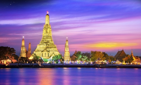 Wat arun under sunset time photo