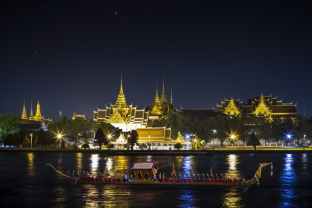 king of thailand: Landscape of Thais king palace with goldent guard ship on the front.