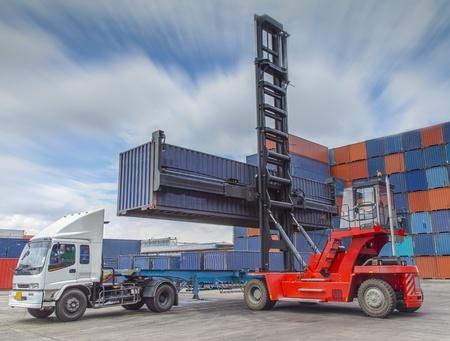 export and import: Gr�a cuadro de manipulaci�n de contenedores gr�a de carga de camiones
