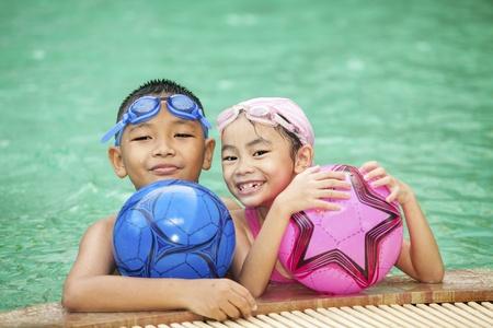 Schwimmen Kind und Familie