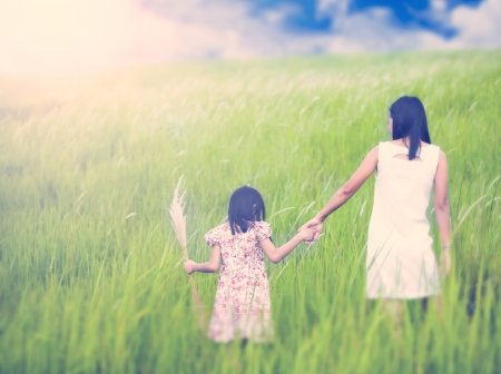 picknic: Mom and daughter runing in nature background