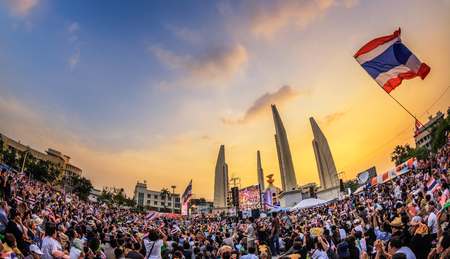 undemocratic: BANGKOK - NOVEMBER 11: 210,000 of Thailands  protest at Democracy Monument against the government at Ratchadamnoen road on November 11, 2013 in Bangkok, Thailand. Editorial