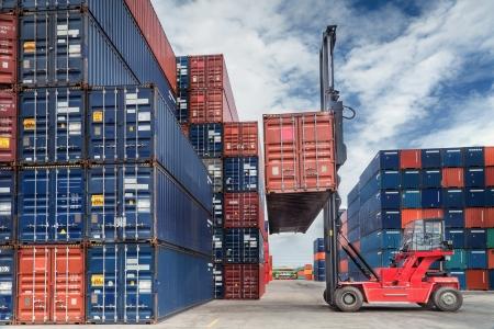 Kran Heber Umgang Behälter Box Lade LKW in Import-Export-logustic Zone Standard-Bild