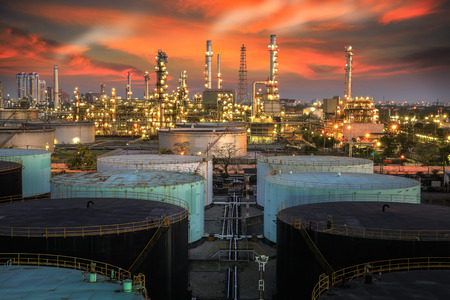 Landscape of oil refinery industry with oil storage tank and pulution environment Banco de Imagens