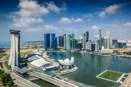 シンガポール市の日の朝の風景に。