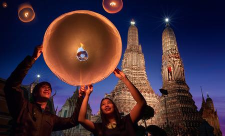 mai: Wat arun under loy krathong day ,Thailand