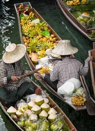 Traditional floating market , Thailand. Imagens