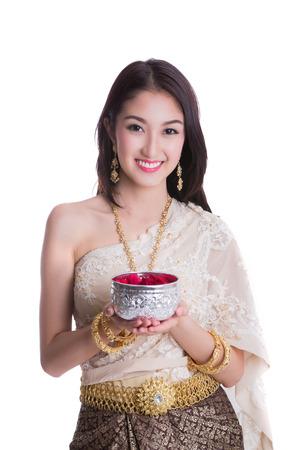 Thaise dame met Songkran festival concept breken geïsoleerde achtergrond