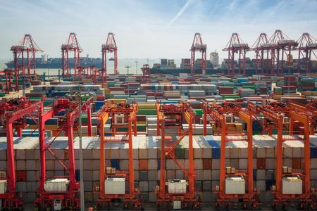 中国、上海臨海コンテナー ボックス、lojistic、交通、配信および輸出入の仕事、シンガポールをハブに上海転送コンテナー ボックス。