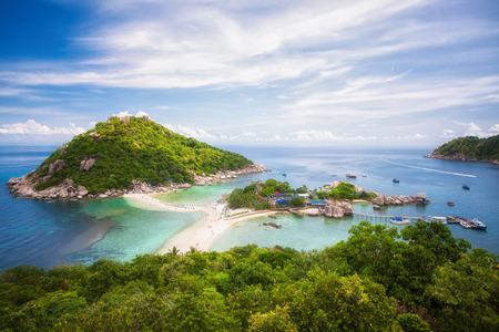Nang yuan eiland, optie voor reizen Koh Samui, Koh Tao, Koh Pangan, tranportation door speedboot, blauwe zee, rots en plek om te duiken in Thailand Stockfoto