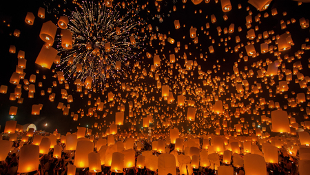 yeepeng: Flying Sky Lantern on Yeepeng festival, thai lanna tradition religion in Chiangmai thailand Stock Photo
