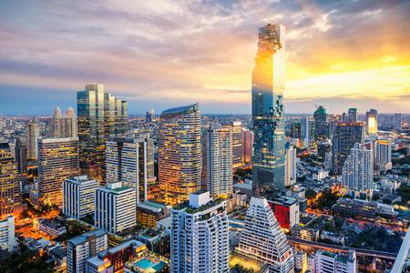日没、Mahanakorn タワー、シーロム エリア、バンコク、タイでバンコク市内 写真素材