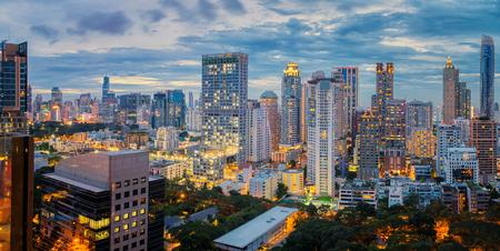 Bangkok-Stadtsonnenuntergang und -licht in der inght Zeit, Bangkok, Thailand